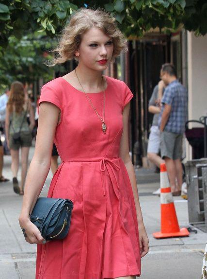 پیراهن دخترانه و شیک مرجانی رنگ تیلور سوییفت